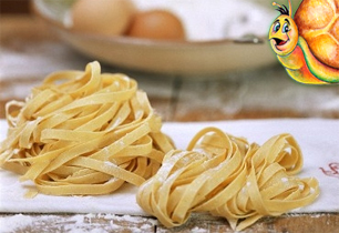 Pasta for your own restaurant business, Stuzzicando offers machinery, technical support, original italian food recipes plus international logistic and customer services Made in Italy